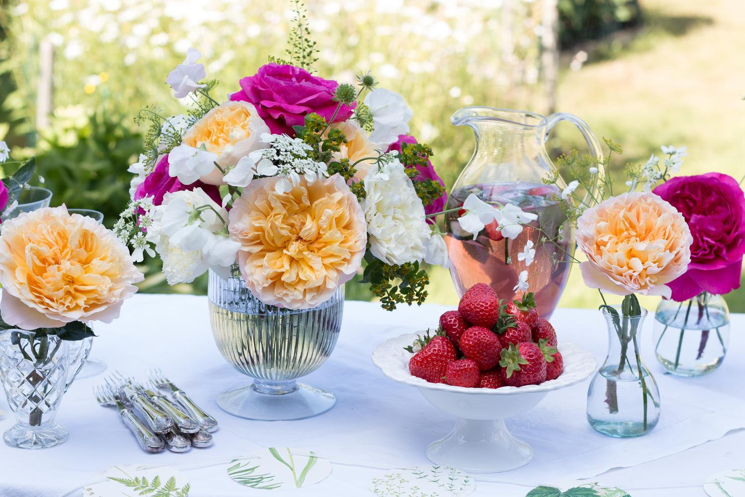 Mixed Roses Floral Arrangement for Outdoor Celebrations