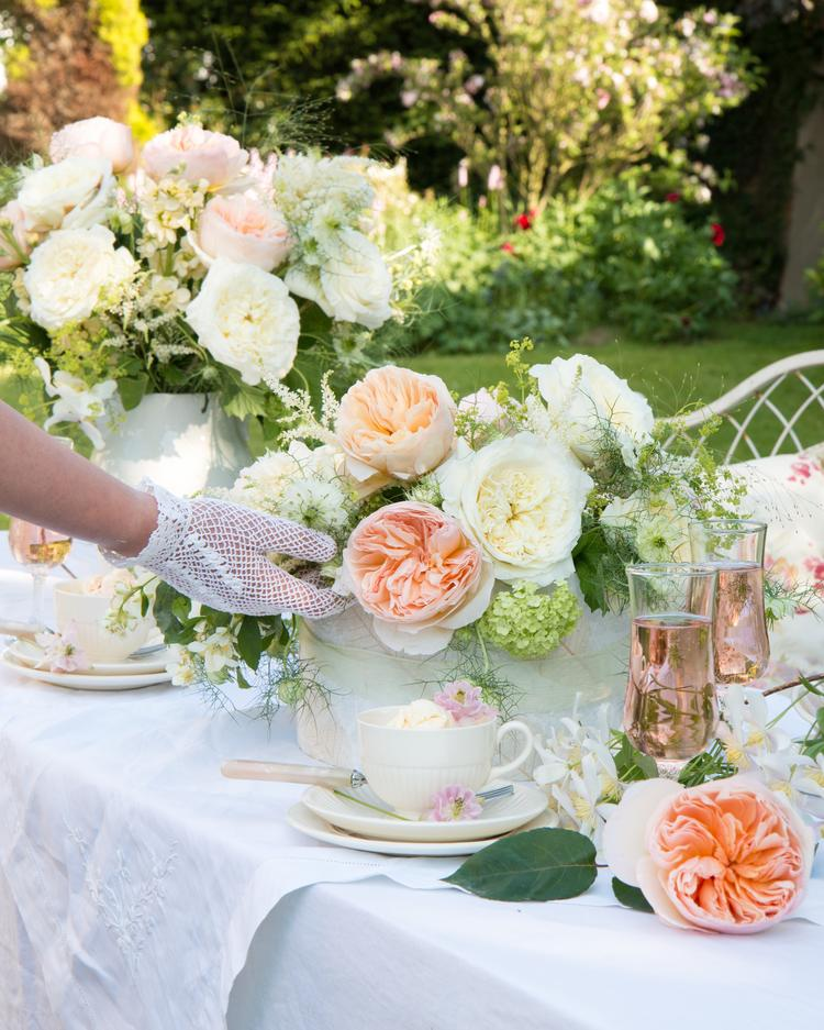 Peaches and Cream Floral Table Decorations for Outdoor Celebrations