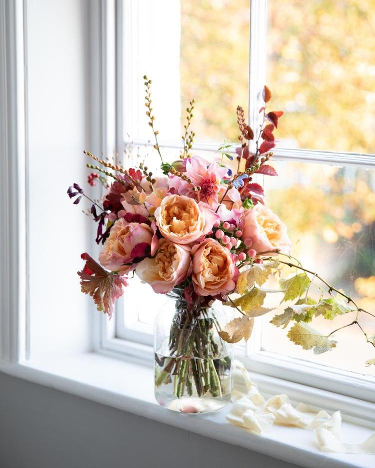 Edith Roses Vase Arrangement