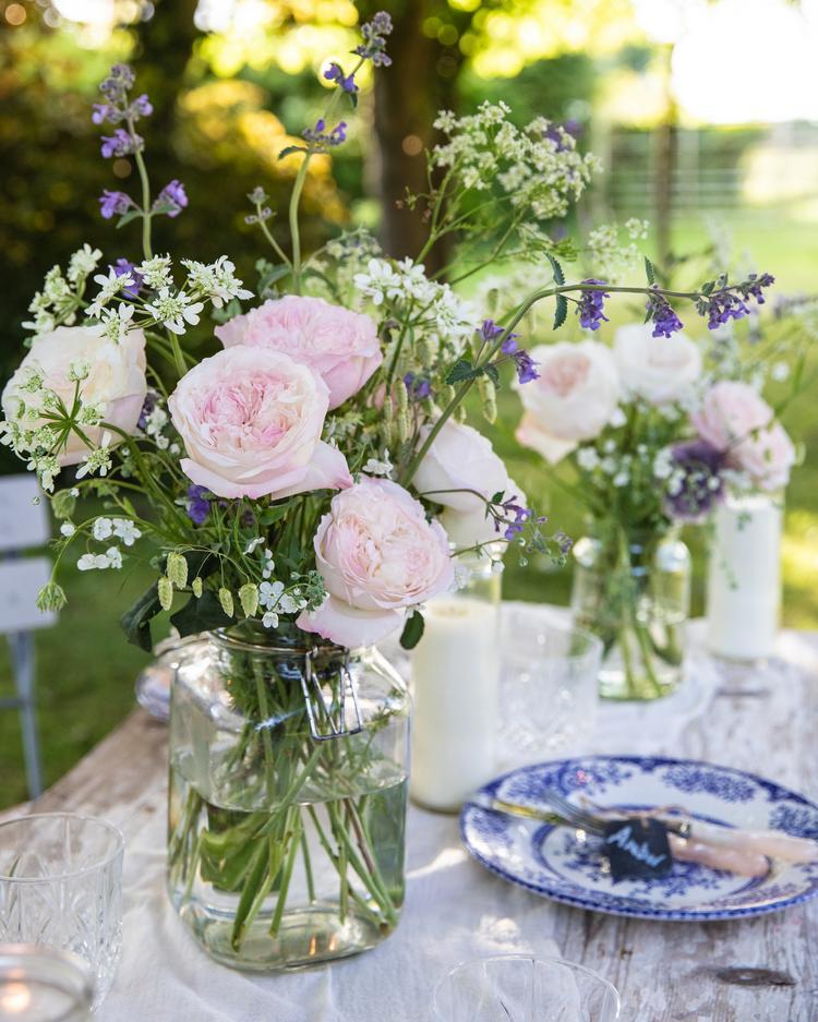 Vase arrangement with Keira Roses
