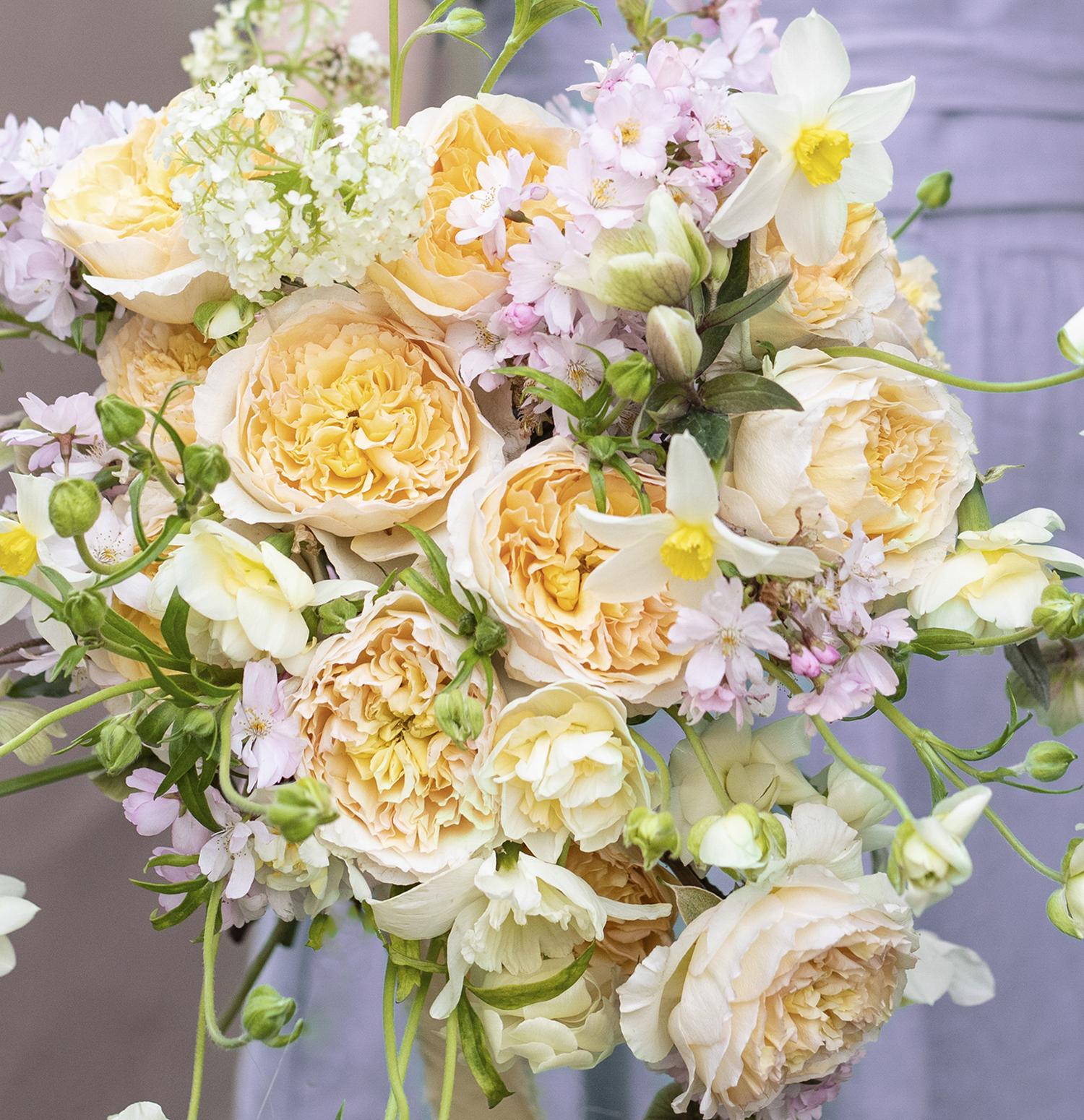 Summer bouquet design Beatrice roses
