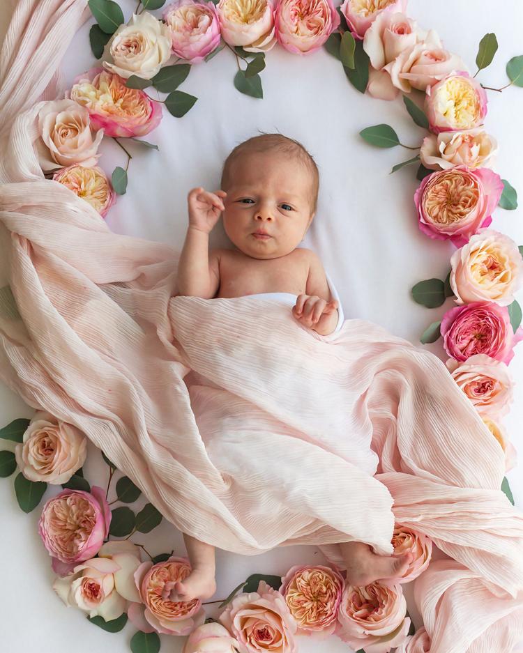 赤ちゃんの写真撮影花のインスピレーション