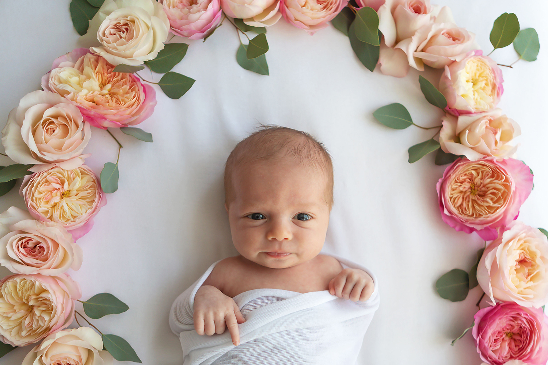 花屋のための赤ちゃんの写真撮影のインスピレーション