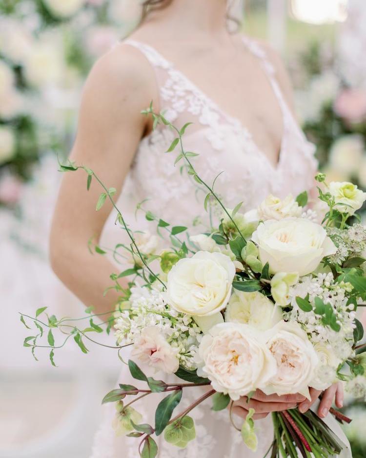 Ramo de novia blanco y rosa rubor