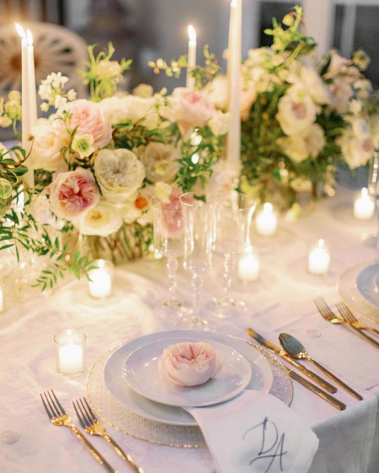 Un ajuste de mesa de boda