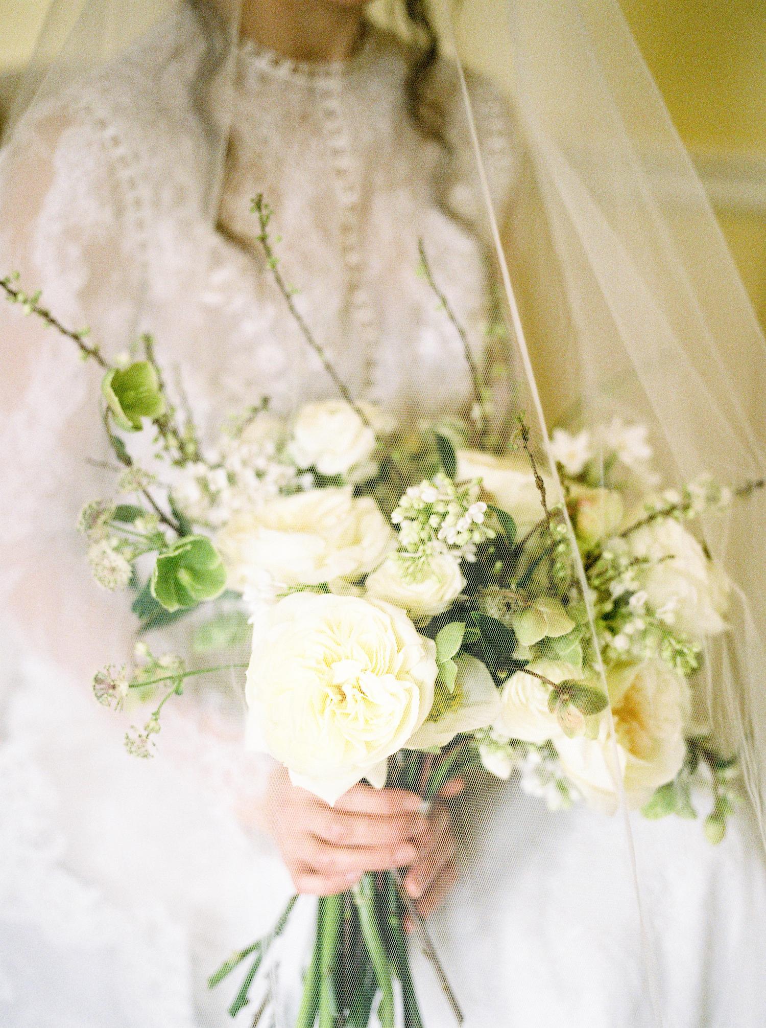 Ramo de novia de rosa blanca